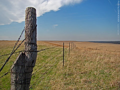 Tallgrass Prairie National Preserve, 21 April 2009 (photography.by.ROEVER) Tags: park fence spring afternoon post april kansas prairie 2009 barbedwirefence flinthills fencepost tallgrassprairie chasecounty tallgrassprairienationalpreserve