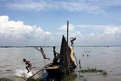 Duronto koisor... (বৃষ্টি M. Rahman...) Tags: sky people cloud canon river children boat bluesky bangladesh landscap fishboat beautifulexpression canon450d