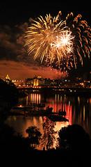 Victoria Fireworks - Happy Canada Day!! (Len Langevin) Tags: canada nikon bc fireworks victoria celebration vancouverisland canadaday independenceday nationalholiday d300 nationalbirthday gotothelight