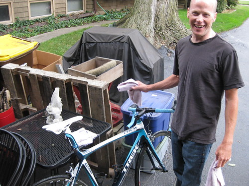 Chris Horner washes his Trek bike post ride