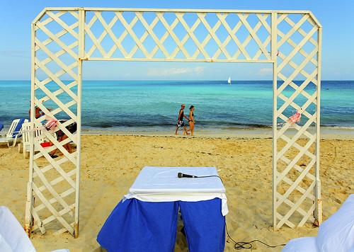 Re DIY Wedding Arch melia las dunas has a horrible arch tooim thinking