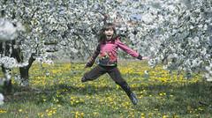 Spring jump (Angel Valencia) Tags: flowers flores kid nia dientedeleon manzanos ltytrx5 ltytr2 ltytr1