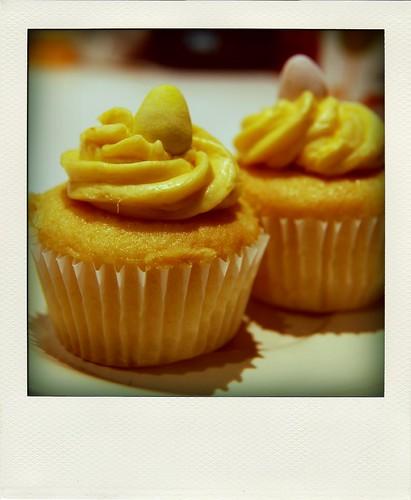 mango buttercream cupcakes!
