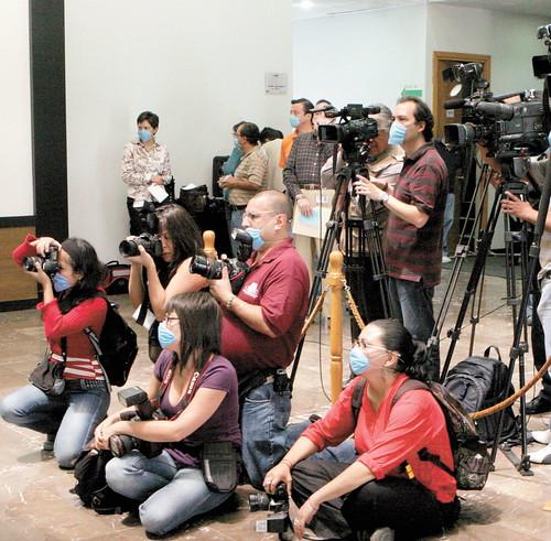 reporteros prensa CubreBocas