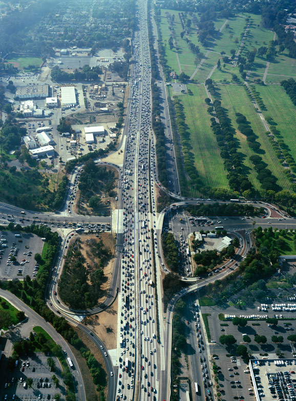 traffic in Los Angeles (by: Benny Chan via Good magazine)