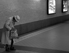 Granny candid (Just a guy who likes to take pictures) Tags: street old portrait people bw en woman white black holland blanco haarlem netherlands monochrome station lady female photography und europa europe fotografie photographie y zwartwit candid negro mother nederland thenetherlands bahnhof grand human infrastructure estacion holanda oma tas granny zwart wit weiss paysbas oud schwarz vrouw niederlande zw the weis infrastructuur