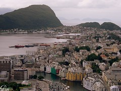 Dream town !!!!!! (puri_) Tags: sea cidade norway clouds mar town fjord montain montanhas alesund nvens fiorde kartpostal abigfave vosplusbellesphotos
