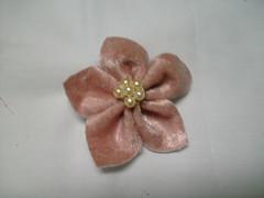 Flor de Couro (MorenArteirA) Tags: broche flor fuxico quadrada oncinha malha malhinha