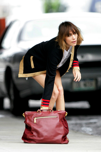 Preppie_-_Alexa_Chung_hangs_around_and_has_fun_with_friends_in_New_York_City_2118