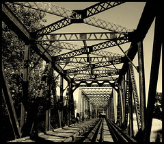 RAILWAY BRIDGE (manumint-[BUSY]) Tags: michigan grandrapids railwaytrack summervacation railwaybridge