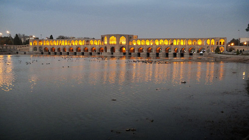 P1000804_esfahan_bridge