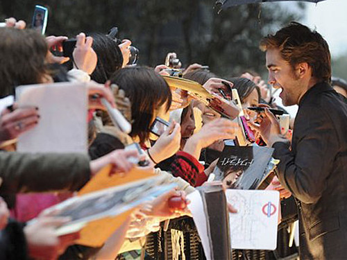 Robert Pattinson In Tokyo by hvyilnr.