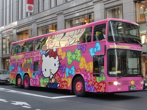Hello Kitty bus (by HAMACHI!)