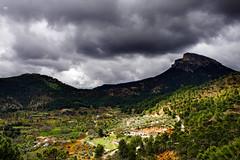 Paisajes escondidos de Albacete (Gabriel Villena) Tags: rural landscape arbol arboles pueblo paisaje sierra nubes tormenta montaa montaas albacete alcaraz bellotar elbellotar pifanios lospifanios