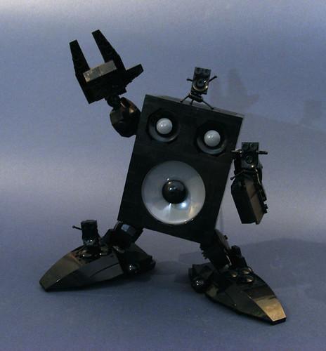 Audiobot a.k.a. Big Bro' SpeakerboxX MOC