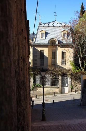 Calle Calderón de la Barca y casa al fondo