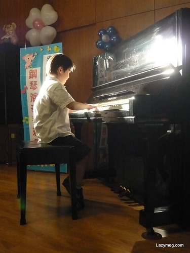 你拍攝的 rich plays piano。