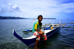 Badjao Pearl Diver (Luke Arcellana) Tags: word photography photo nikon photos many live luke most waters lives pearl diver arcellana sulu their shores which means houseboats archipelago badjao inhabit badjaos malaybornean manoftheseas lukearcellana