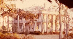 Ellerslie Plantation at sunset (Michael.coach) Tags: homes sunset house home architecture rural golden louisiana columns romance historic porch plantation mansion antebellum secluded porches greekrevival ellerslie southernarchitecture southernmansion ellerslieplantation