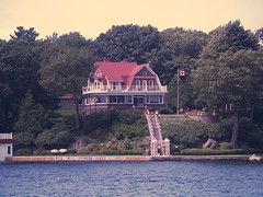 View of the shoreline and residences (Ross Dunn - 5 million+ views!) Tags: brockville 1000islands stlawrenceriver