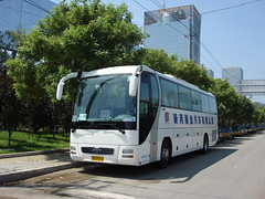 "[Coaches in Beijing] Yutong ZK6120R41E "" Lion's Star""  United Cresent #96669 Front-left at Zhanchun Bridge (tonyluan1990) Tags: man coach beijing  motorcoach yutong highdeck tourismcoach lionsstar chartercoach   unitedcresent"