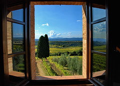 the window to tuscany (klaus53) Tags: italien trees italy window landscape nikon italia fenster tuscany toscana landschaft bume mywinners superaplus platinumheartaward vanagram updatecollection