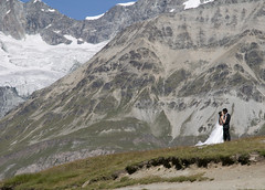 a little bit overdressed for a mountain hike :-) (Toni_V) Tags: wedding alps schweiz switzerland suisse hiking marriage zermatt alpen svizzera wallis 2009 valais schwarzsee randonnée heirat d300 dsc1337 toniv 090814