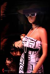 Esttica frente a t (Vanhesshha) Tags: glamour retrato moda gafas sombrero moderna vitoria gasteiz escaparate