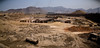 Les populations creusent leur terrain jusqu'à six mètres de profondeurs pour récupérer la terre nécessaire à la création des briques qui iront cuire dans cette usine (Lima, Pérou)