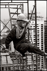 [ the worker ] concentration (fly) Tags: woman building thailand workers asia bangkok worker buildingsite fly simonkolton
