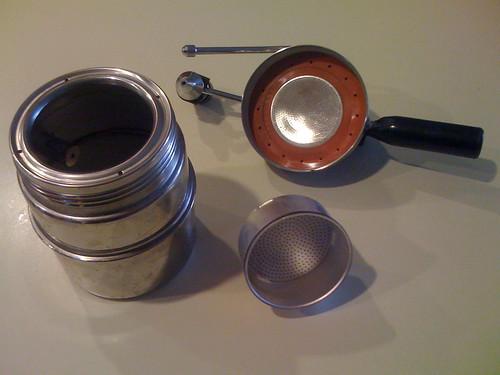 How pods to for espresso machine descale delonghi