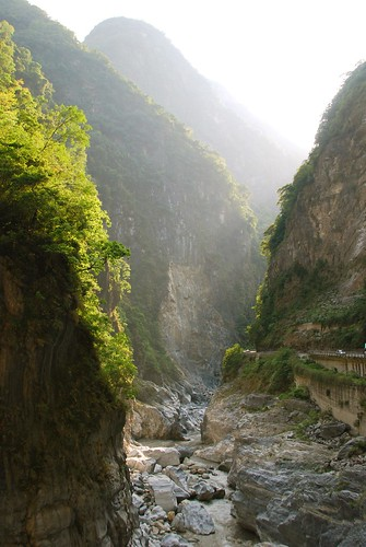 tunnel of nine turns, taroko gorge