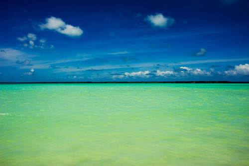 The split-field of a blue/green Infinity - Diego Garcia