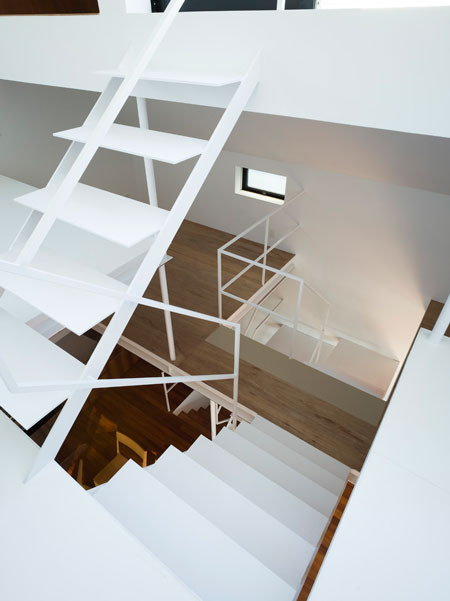 07 Modern Urban Home Design - Minimalist Staircase Design
