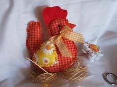 Móbile de galinha com pintinhos (Atelie Tati Artes by Tatiana Behle) Tags: galinha cozinha cordão móbile cocó enfeita