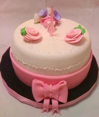 Monona (Mariana Pugliese) Tags: flores blanco lila ramo cumpleaños torta nona fondant moño 241543903 marianapugliese