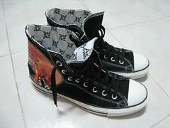82c9d9f4c4ae O22Y.COM – Metallica X Converse shoes