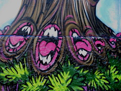 tree trunks mouth off (moetje) Tags: streetart auckland seekayem crackedink yelz