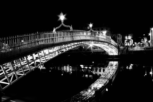 Dublins haypenny bridge over the river liffey at night in black and white