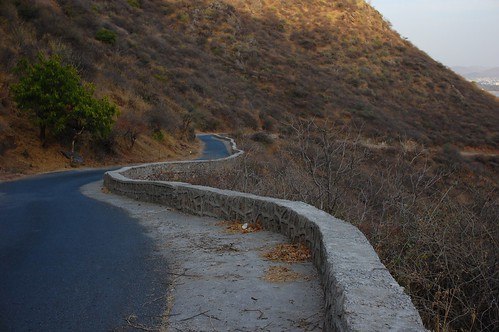 road up to monsoon palace