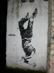 Falling man (Smeerch) Tags: wall walls muri muro stencil stencils roma rome italy arte art streetart artedistrada kollatino underground sten kollatinounderground collatino viasorel viageorgessorel falling man fallingman