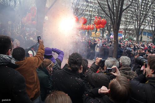 ...avant la grosse explosion finale, qui projette plein de confettis!