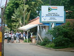 Queuing to enter South Africa (Pim Stouten) Tags: southafrica border sa swaziland customes grens zoll grenze douane