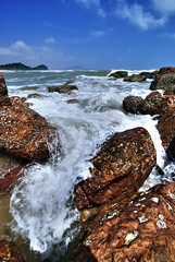 Kemasik Beach Part 7 (Firdaus Mahadi) Tags: blue sky cloud beach water rock clouds digital landscape sand scenery rocks waves skies laut wave views malaysia gunung awan ultrawide minimalist batu pulau pantai kemasik terengganu pasir langit pemandangan ombak uwa minimalis kemaman pantaikemasik visitterengganu kemasikbeach tokina1116mmf28 vosplusbellesphotos firdausmahadi firdaus