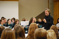 Students rehearse with Eric Whitacre