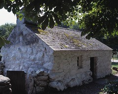 Llainfadyn Cottage (MuseumWales) Tags: saved house industry stone museum wales rural cymru cottage boulder exhibition national collections welsh whitewash rebuilt mountan dwelling servants quarrymen slates labourers amgueddfa