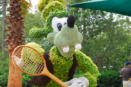 Goofy playing tennis
