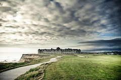 Half Moon Bay (Pascal Hertleif) Tags: ocean sanfrancisco sea house building golf coast meer pacific wiese haus 1020mm grassland halfmoonbay gebude golfplatz kste ozean gebude california2009