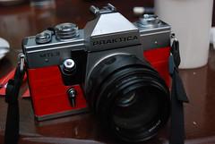 camera red black film 35mm nikon tools equipment m42 1855 praktica jupiter9 mtl3 d80 f285mm
