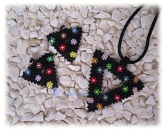 Conjunto flores (Las cositas de Silvia  ;D) Tags: black flower triangles negro flor colores earrings pendant conjunto pendientes colgante delicas tringulos